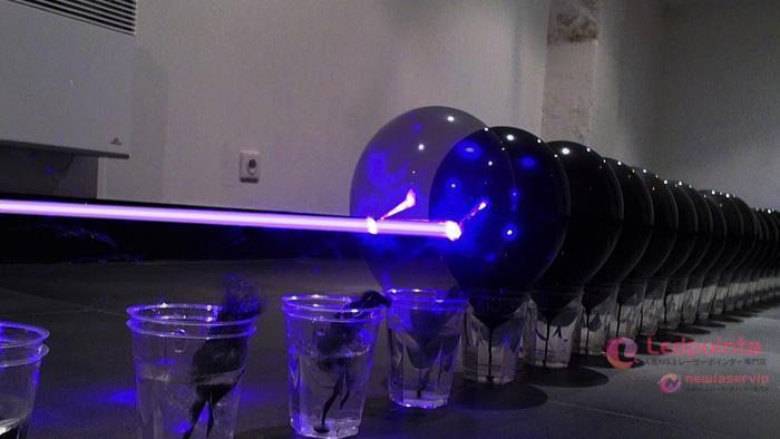 世界最強レーザーポインター風船を割る実験