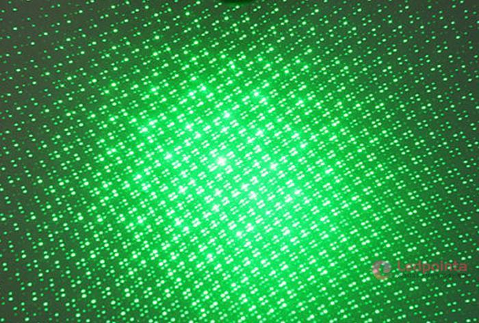 レーザーポインター連続照射