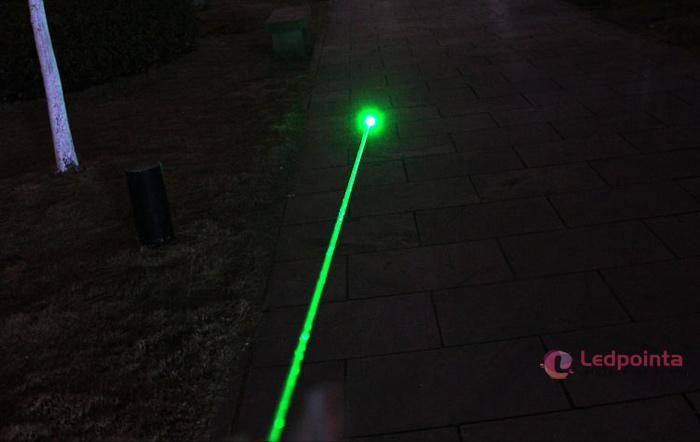 強力100mW緑色レーザーポインター