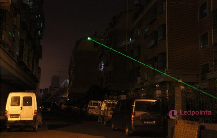 10mw レーザーポインター距離