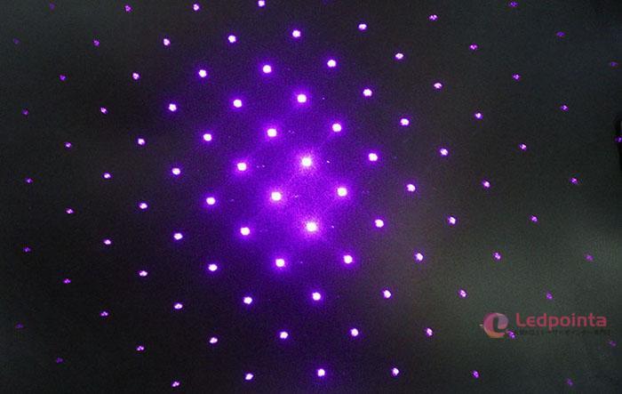綺麗な青紫色レーザー