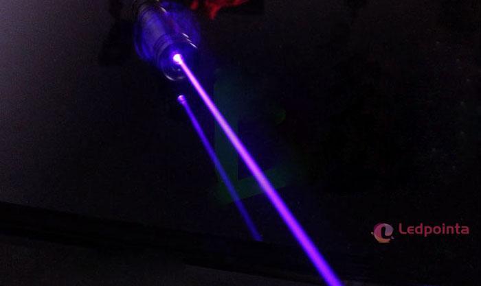 綺麗な紫光レーザーポインター